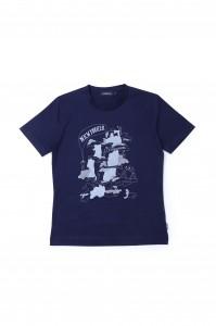 [Men's] シンプルなデザインのTシャツに、東北6県の輪郭をモチー フに、人々の繫がりや絆に想いを込めたイラストをプリント しました。 価格:¥4,600 + 税  素材:コットン100% カラー:ホワイト、ネイビー、ミディアムグレーの3色展開