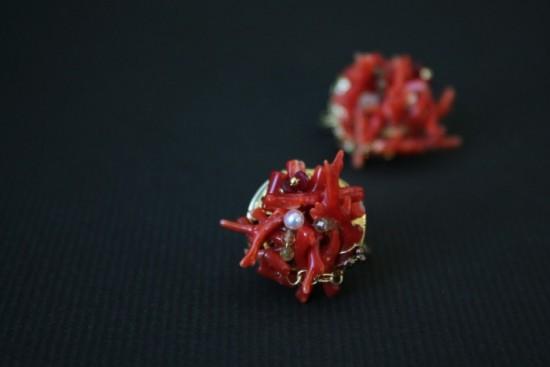 高知の血赤珊瑚を使ったイヤリング